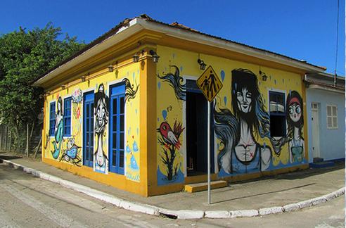 Casa amarela - Zerotrack Coletivo Digital